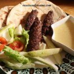 1.Kebab (Brochettes de viande hachée), sauce d'ail et concombre aigre